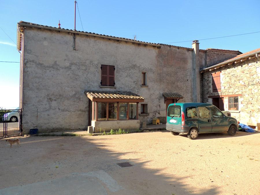 vente maison CHIROUBLES 69115 MAISON DE HAMEAU avec  DEPENDANCES - COUR
