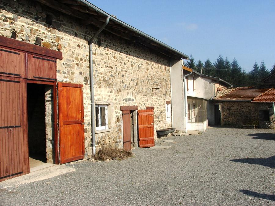vente maison SAINT CHRISTOPHE 69860 MAISON EN PIERRE avec DEPENDANCE de 165 m2